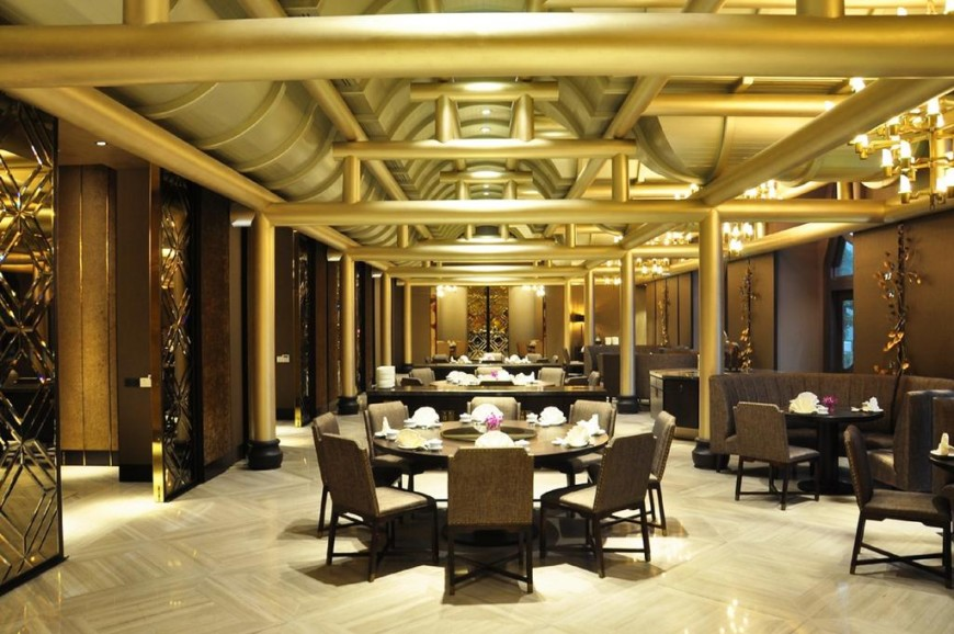 مطاعم فندق الخيول الذهبية