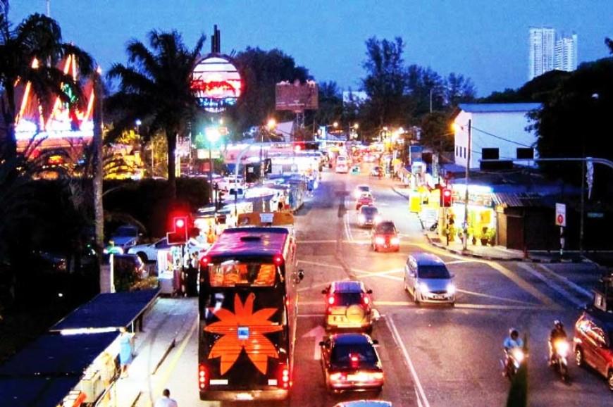 السوق الليلي في جزيرة بيانج بماليزيا