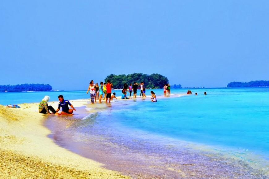 شاطئ انشول جاكرتا اندونيسيا