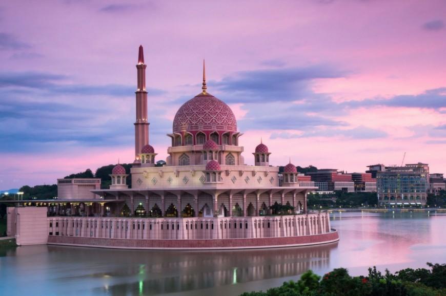 المسجد الأحمر بوتراجايا سيلانجور ماليزيا