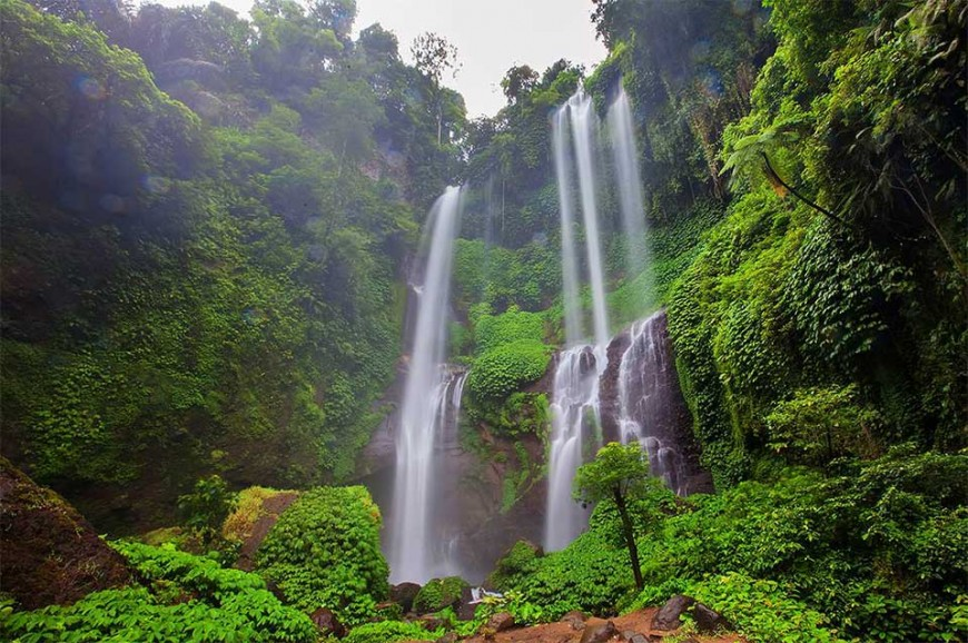 شلال شامبوهان من اكثر الشلالات شهرة في بالي. ويقع